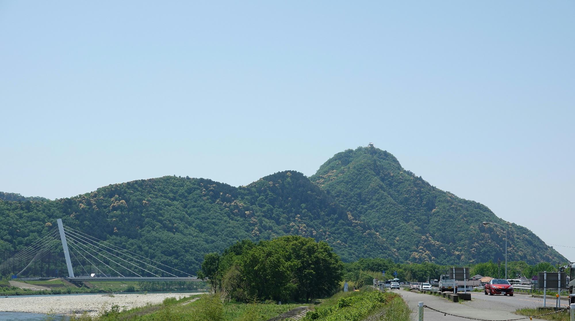 長良川北畔より金華山